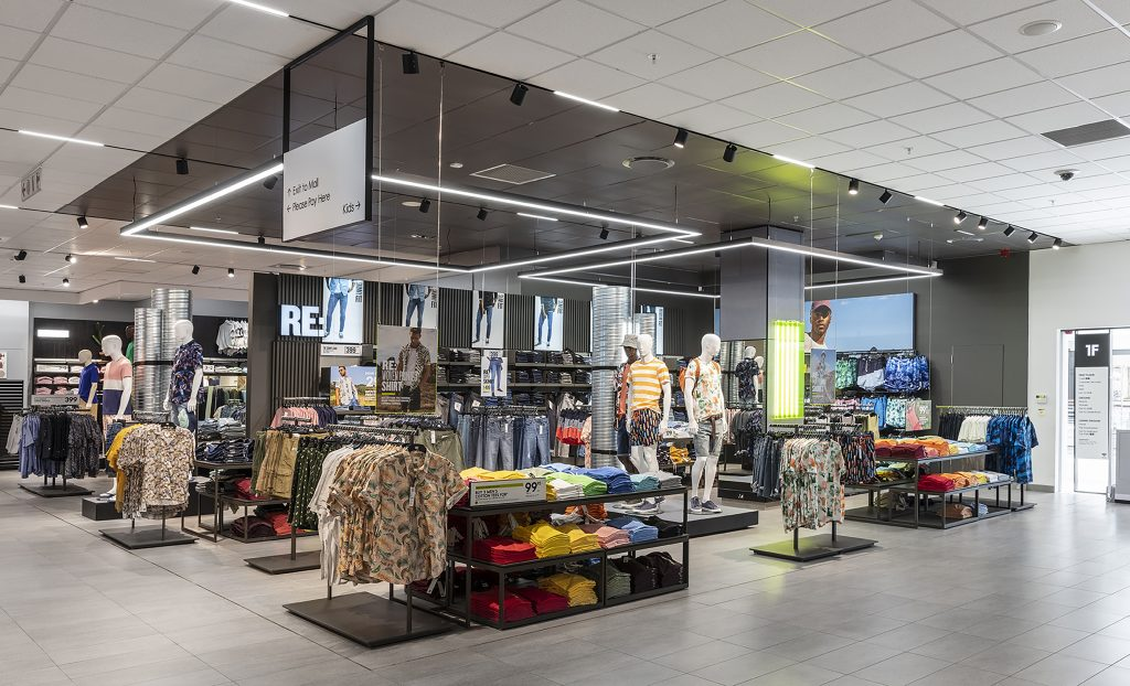 """2021 Retail Renovation Competition – First Place: """"Woolworth VA Waterfront, Cape Town, South Africa"""""""